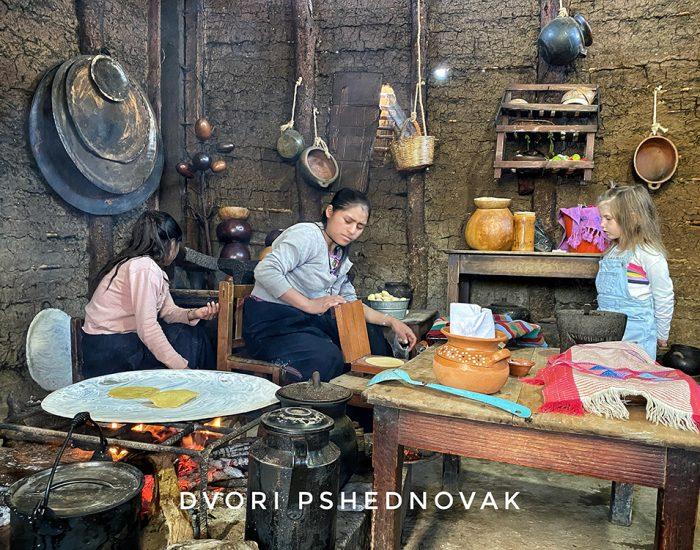 ככה מבשלים ואופים בשבט זינקנטן במקסיקו