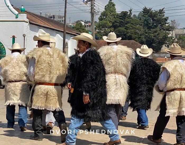 לבוש מסורתי של ראשי הכפר  צ'אמולה