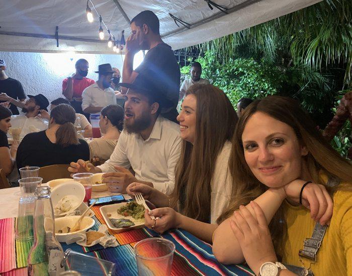 עם הרב דודי והרבנית חני אצל משפחת רואיז