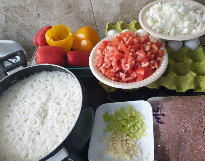 פלפל ממולא בשר טחון ואורז ברסק עגבניות