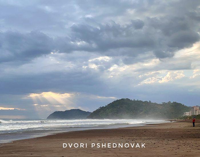 החוף של חאקו - מעולה לגולשים