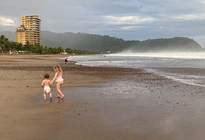 חוף רחב מאד במצב של שפל