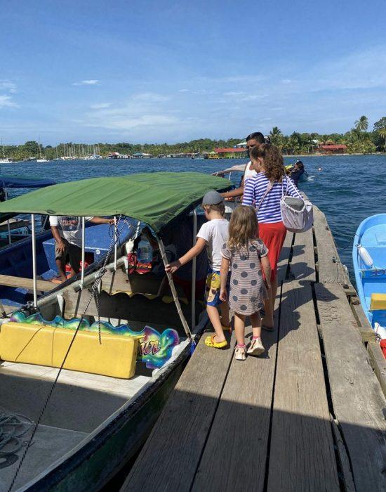 עולים לסירה לאי קרנרו