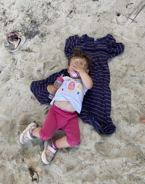 תינוקת שלא ישנה צהריים וחשבתי שהיא תישן בחוף... טעיתי.