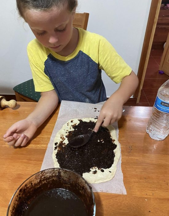 מכינים לבד עוגה לשבת