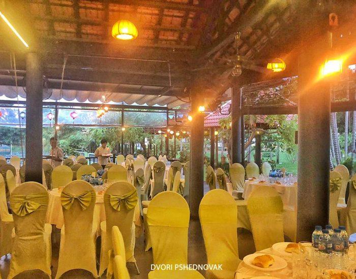 שולחנות ערוכים ל330 אורחים בהוי אן