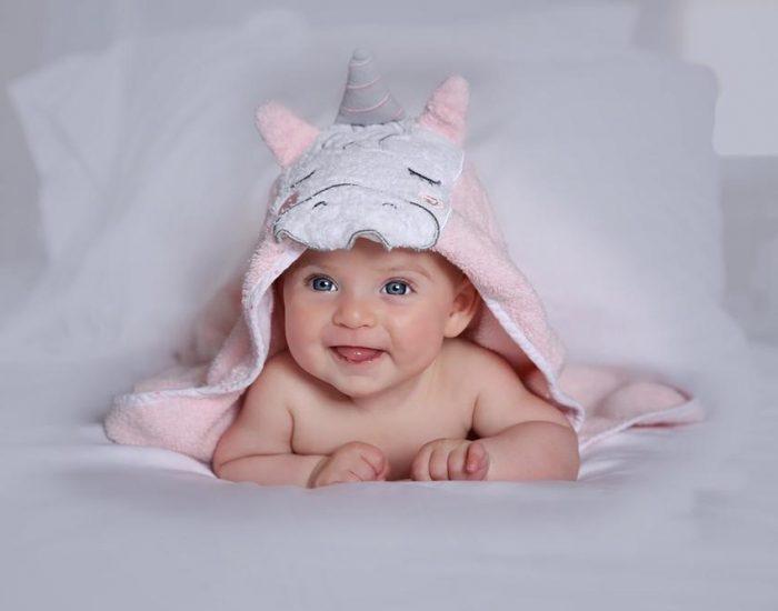 שני בת שלושה חודשים