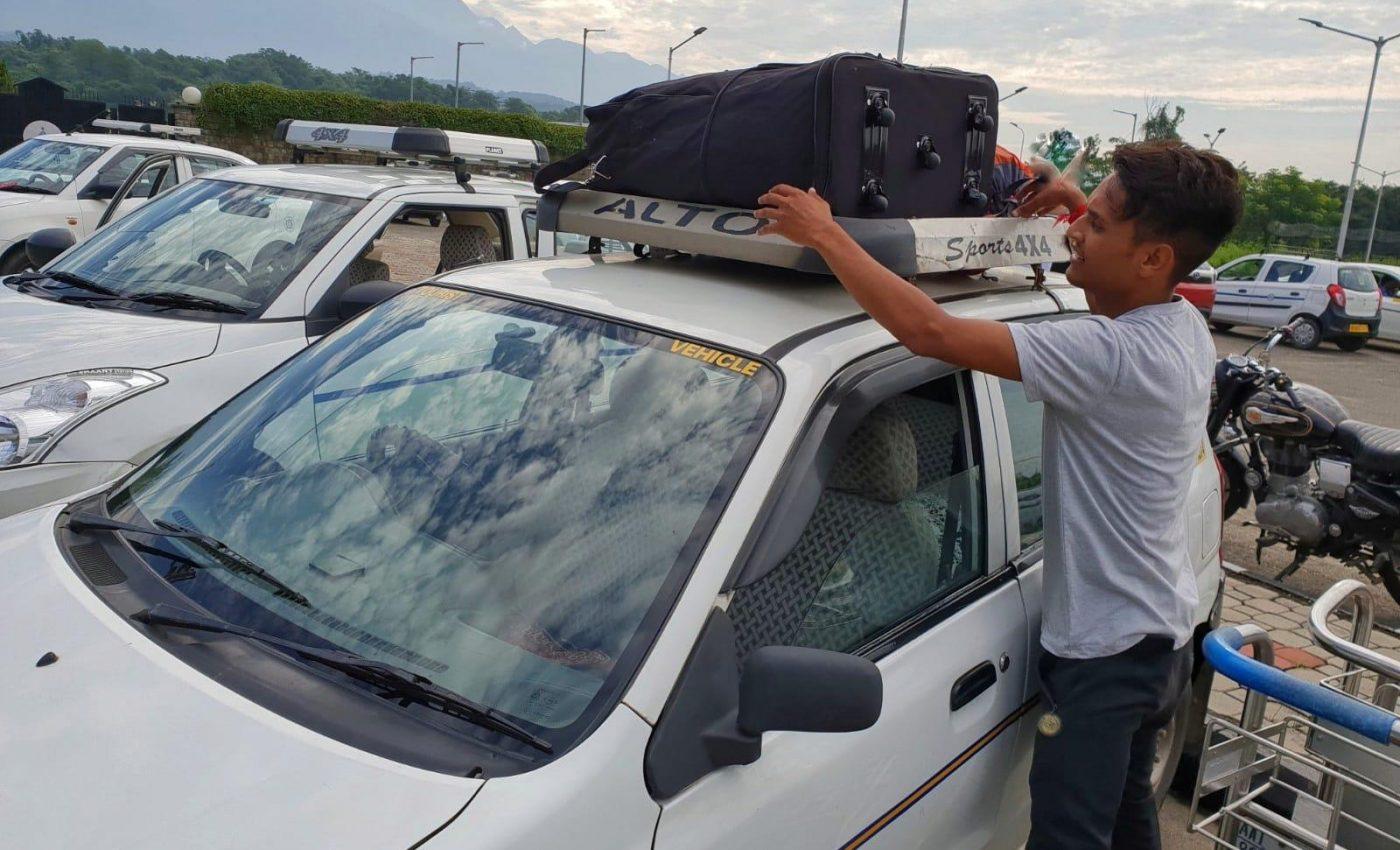 מזוודות על הגג