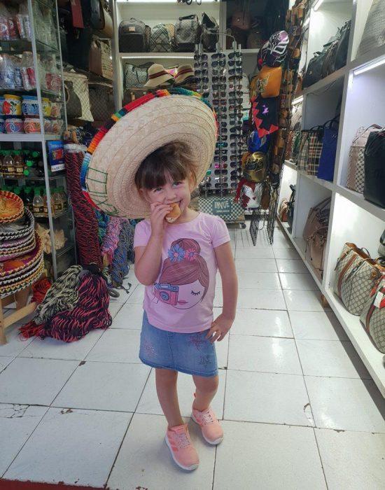 בכובע סומבררו מקסיקני